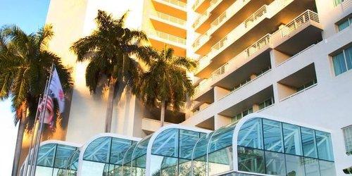 Забронировать Gallery ONE - A DoubleTree Suites by Hilton Hotel