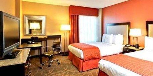 Забронировать DoubleTree by Hilton Austin-University Area