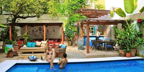 Забронировать Emperador Vallarta Beachfront Hotel and Suites