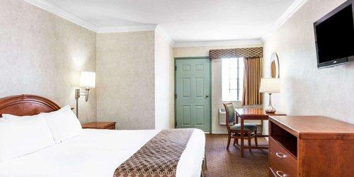 Забронировать Days Inn Santa Monica