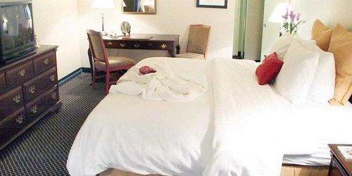 Забронировать Toronto Don Valley Hotel and Suites