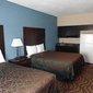 La Plaza Inn & Suites