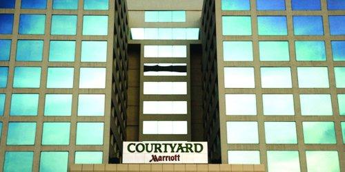 Забронировать Courtyard by Marriott Chennai