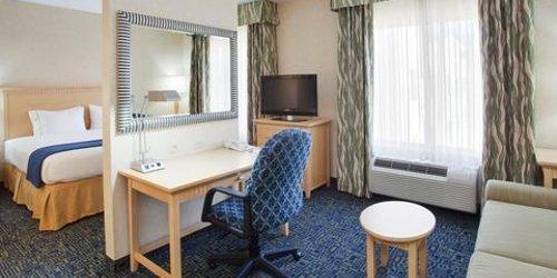 Забронировать Holiday Inn Express Hotel & Suites Sacramento Airport Natomas
