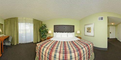 Забронировать Sacramento Inn & Suites