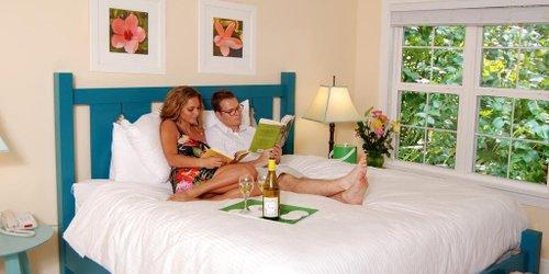 Забронировать Parrot Key Hotel and Resort