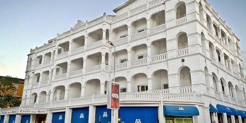 Забронировать Sai Rock Beach Hotel & Spa