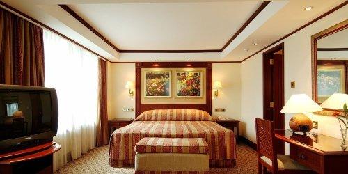 Забронировать Nairobi Serena Hotel