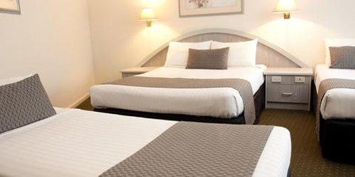 Забронировать Adelaide Royal Coach