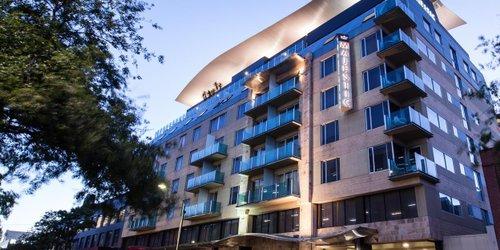 Забронировать Majestic Roof Garden Hotel