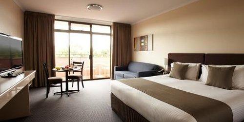 Забронировать Adelaide Meridien Hotel & Apartments