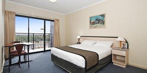 Забронировать Comfort Hotel Adelaide Riviera