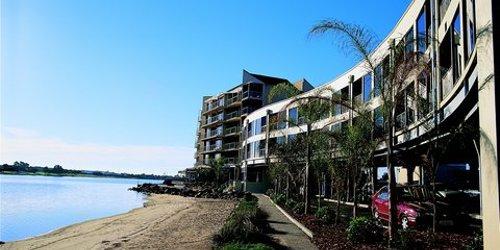 Забронировать The Lakes Resort Hotel