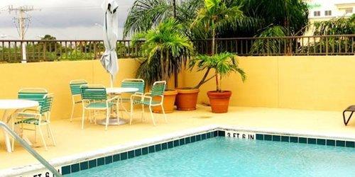 Забронировать Days Inn Airport - Cruise Port South