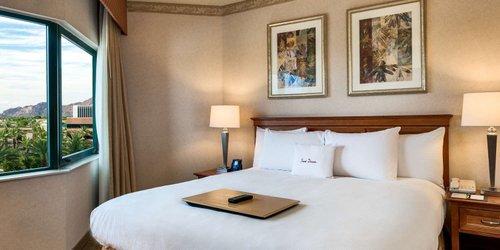 Забронировать DoubleTree Suites by Hilton Phoenix