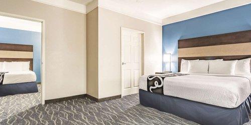 Забронировать La Quinta Inn & Suites Phoenix I-10 West