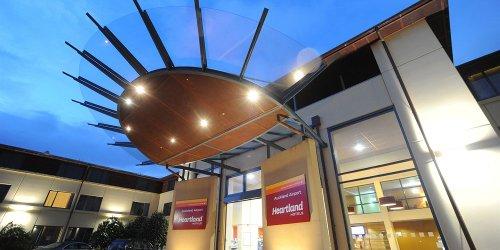 Забронировать Heartland Hotel Auckland Airport