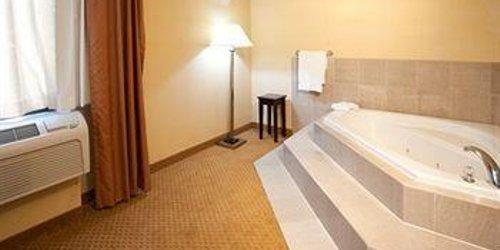 Забронировать Comfort Suites Miami Airport North