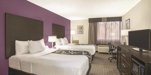 Забронировать La Quinta Inn & Suites Fort Lauderdale Tamarac