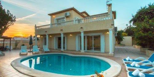 Забронировать Holiday Villa Delicia