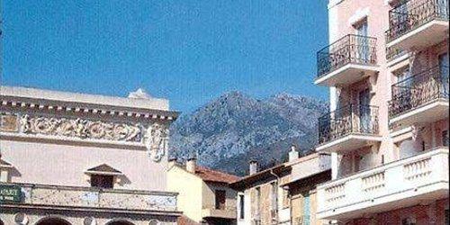 Забронировать Hôtel Narev's