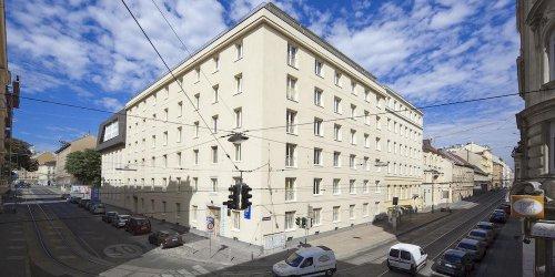 Забронировать Hostel & Guesthouse Kaiser 23