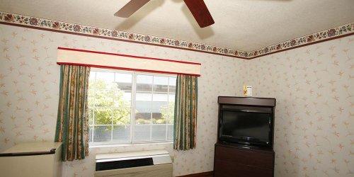 Забронировать Hollywood Guest Inn