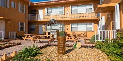 Забронировать Riptide Oceanfront Hotel