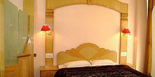Забронировать Hotel Sandhya Palace