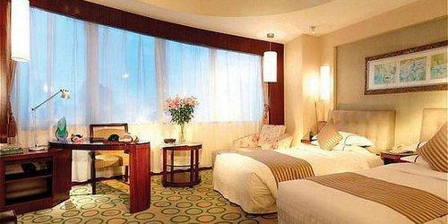 Забронировать Luxemon Xinjiang Hongfu Hotel