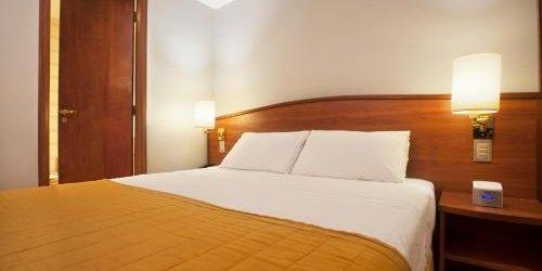 Забронировать Hotel Moncloa