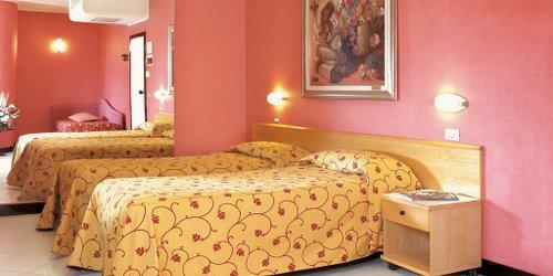 Забронировать Hotel Junior