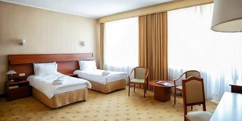 Забронировать City Hotel Tien Shan
