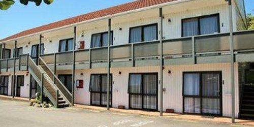Забронировать 88 Wallace Court Motel