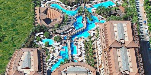 Забронировать Royal Dragon Hotel
