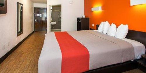 Забронировать Motel 6 Hollywood