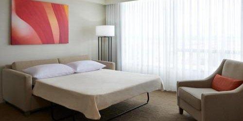 Забронировать International Plaza Hotel and Conference Centre