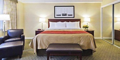 Забронировать Comfort Hotel Downtown Toronto