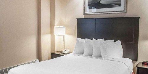 Забронировать Econo Lodge Inn & Suites Downtown
