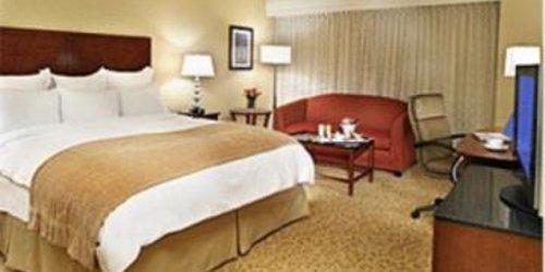 Забронировать Toronto Airport Marriott Hotel