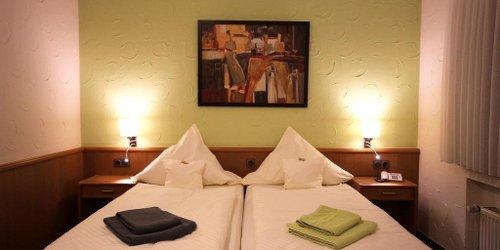 Забронировать Hotel & Weinhaus Zum Schwarzen Bären