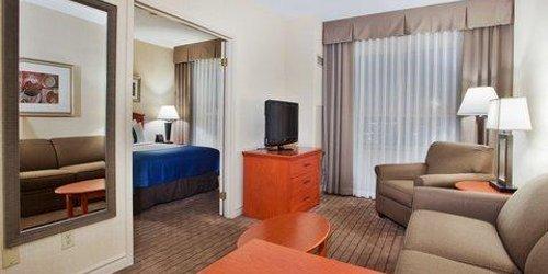 Забронировать Holiday Inn & Suites Ottawa West - Kanata