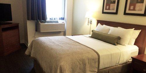 Забронировать Candlewood Suites Montreal Downtown Centre Ville