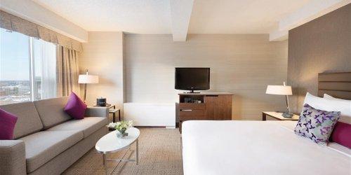 Забронировать Coast Edmonton Plaza Hotel