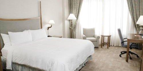 Забронировать Edmonton Marriott at River Cree Resort