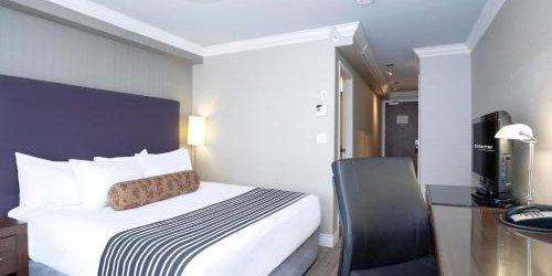Забронировать Sandman Hotel & Suites Calgary South
