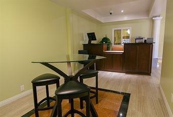 фото El Royale Hotel Near Universal 1076659266