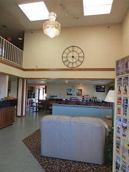 фото Americas Best Value Inn & Suites 1087566914