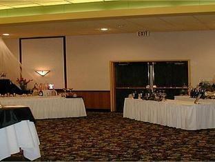 фото Holiday Inn Willmar Hotel 1097620540