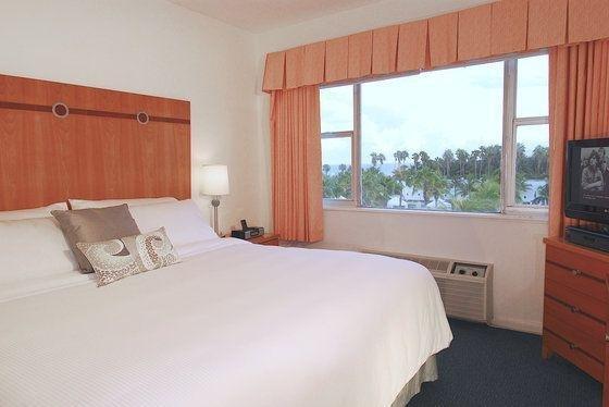 фото South Seas Hotel 110309793